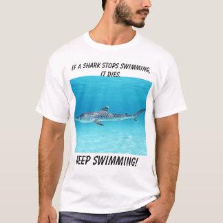 鮫が泳ぐことを止めれば鮫。、保ちます…死にます Tシャツ