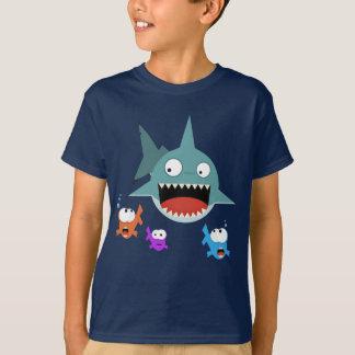 鮫のおもしろいの子供のTシャツ Tシャツ