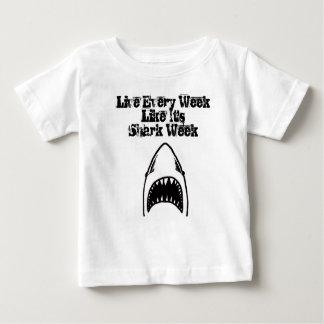 鮫のかみ傷のベビー ベビーTシャツ
