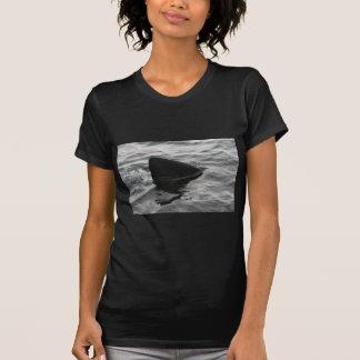 鮫のひれ Tシャツ