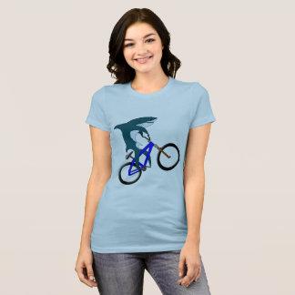 鮫のフリースタイルのバイク Tシャツ