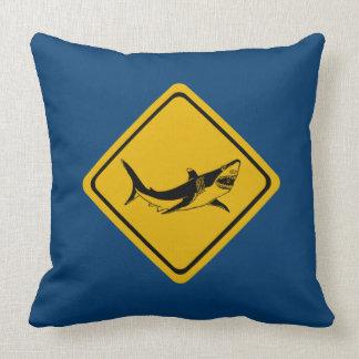鮫の交通標識 クッション