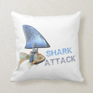 鮫の攻撃の金魚の枕 クッション