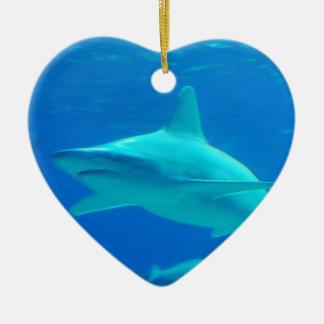 鮫の水泳のオーナメント セラミックオーナメント
