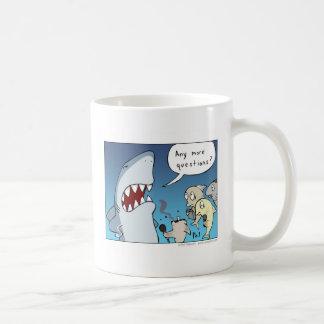 鮫の漫画のコーヒー・マグ コーヒーマグカップ