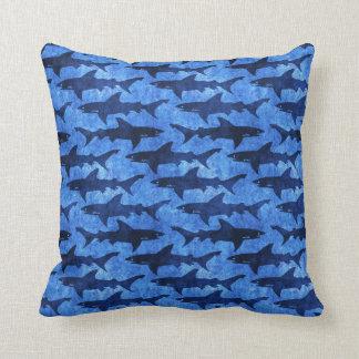 鮫の青パターンの学校 クッション