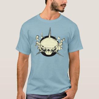 鮫を食べ物を与えて下さい Tシャツ