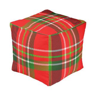 鮮やかで幾何学的なクリスマスのタータンチェックパターン プーフ