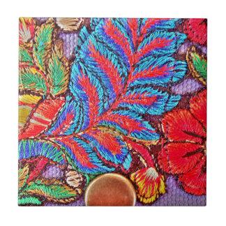 鮮やかで美しく多色のなパターンおよび形 タイル