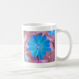 鮮やかで青い花のデザイン コーヒーマグカップ