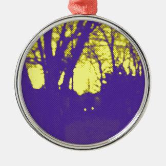 鮮やかで黄色い空の紫色のシルエットのデザイン メタルオーナメント