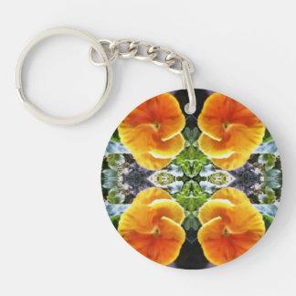鮮やかなオレンジパンジーの自然な植物 キーホルダー
