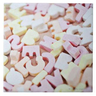 鮮やかなキャンデーのアルファベットの閉めて下さい タイル