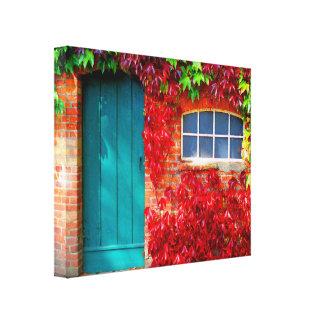 鮮やかな紅葉が付いている景色のターコイズのドア キャンバスプリント