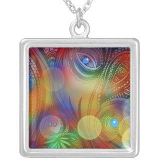 """""""鮮やかな色の大きいネックレスの抽象芸術"""" シルバープレートネックレス"""