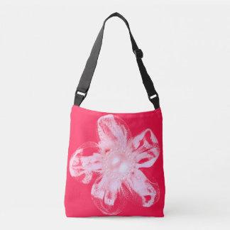 鮮やかな赤のテュルの白い花 クロスボディバッグ