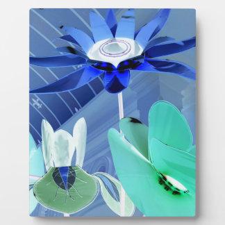鮮やかな青緑のネオンモダンなパステル調の花の芸術 フォトプラーク