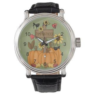 鳥が付いている秋のカボチャパッチ 腕時計