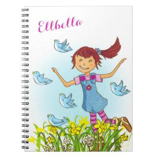 鳥の本のノートを追跡する春の女の子のフラッピング ノートブック