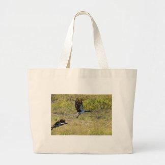 鳥の飛行中にカササギのガチョウオーストラリア ラージトートバッグ