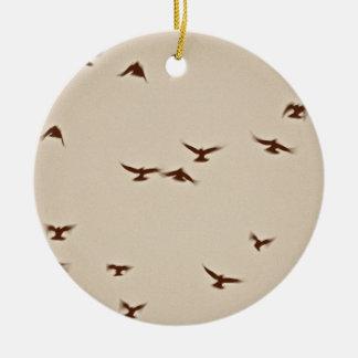 鳥の飛行中にヴィンテージのセピア色 セラミックオーナメント