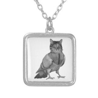 鳥をしている猫 シルバープレートネックレス