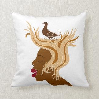 鳥を持つ女性 クッション