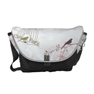 鳥籠および桜のバッグ クーリエバッグ