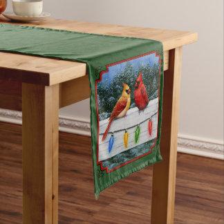 (鳥)ショウジョウコウカンチョウおよびクリスマスの照明の緑 ミディアムテーブルランナー