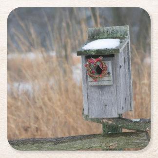 鳥、冬の休日のリースが付いている巣箱 スクエアペーパーコースター