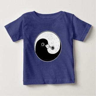"""鳩との子供のTシャツの陰陽のデザイン"""" ベビーTシャツ"""