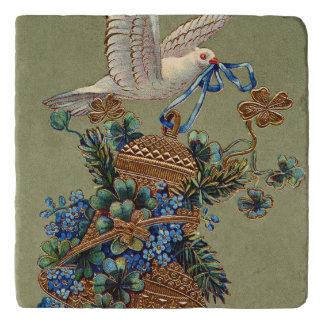 鳩は私を4つの葉のクローバーの鐘の常緑樹忘れません トリベット