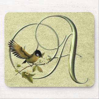 鳴き鳥のモノグラムA マウスパッド