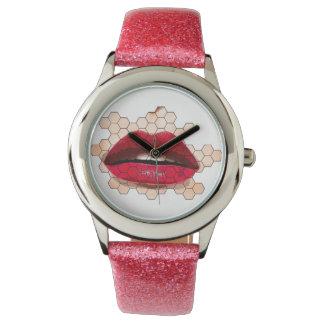 鶏の網の腕時計の赤い唇 腕時計