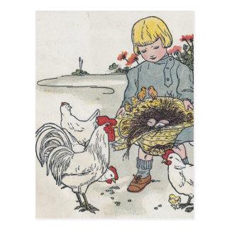 鶏を持つヴィンテージの女の子、Eは卵です ポストカード