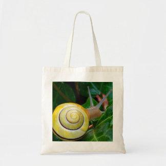 黄色いかたつむりの写真のバッグ トートバッグ