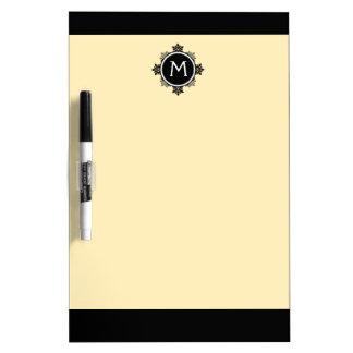 黄色いの雪片のリースのモノグラム、黒い、白い ホワイトボード