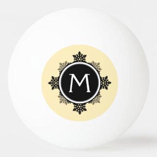 黄色いの雪片のリースのモノグラム、黒い、白い 卓球ボール