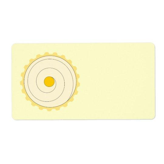 黄色いカップケーキ。 凍らされたケーキ 発送ラベル