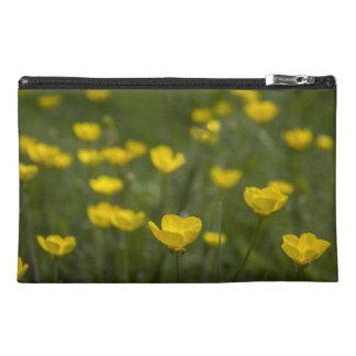 黄色いキンボウゲの花 トラベルアクセサリーバッグ