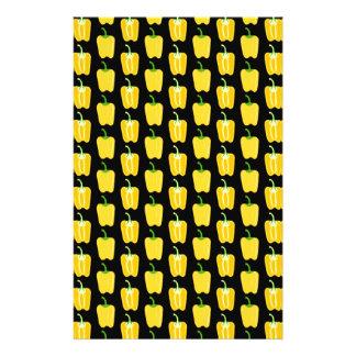 黄色いコショウパターン。 黒 チラシ