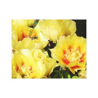 黄色いサボテンの花のキャンバスプリントの壁の芸術 キャンバスプリント