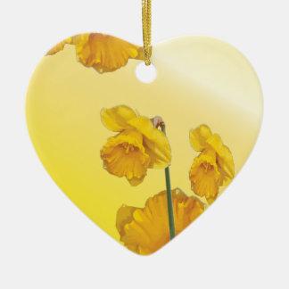 黄色いスイセンのラッパスイセン セラミックオーナメント