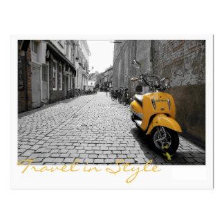 黄色いスクーター ポストカード