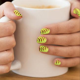 黄色いソフトボールの球 ネイルアート