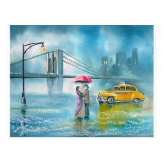 黄色いタクシーのカップルの雨の日のロマンチックなカップル ポストカード