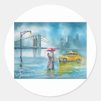 黄色いタクシーのカップルの雨の日のロマンチックなカップル ラウンドシール