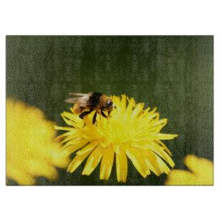 黄色いタンポポおよび蜂 カッティングボード
