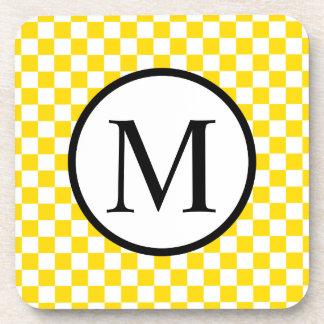 黄色いチェッカーボードが付いているシンプルなモノグラム コースター