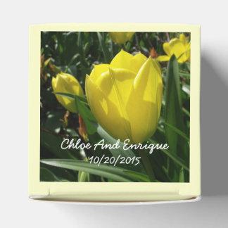 黄色いチューリップによっては結婚式が開花します フェイバーボックス